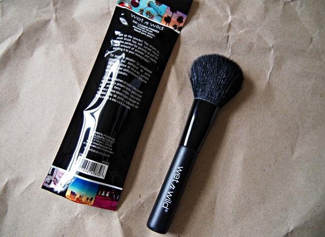 Wet n Wild Powder Brush #E9833_1