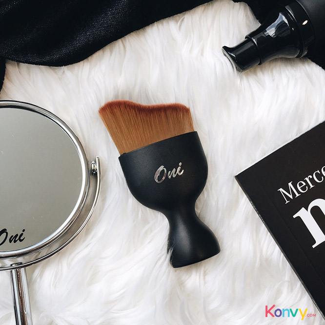 Oni Curve Perfect Face Foundation Brush_1