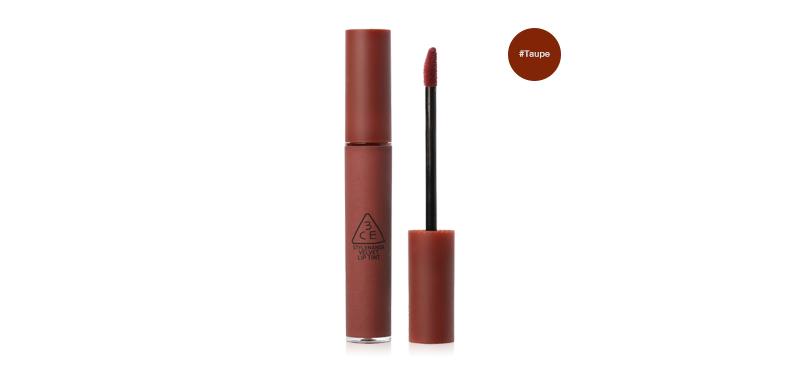 3CE Velvet Lip Tint #Taupe โอ้ยมันดีมากเว่อร์! ไม่ตำถือว่าผิด! ลิปทินต์เนื้อแมทที่ดูเรียบเนียนดุจกำมะหยี่ พิกเมนท์แน่น เม็ดสีแน่นคมชัด สีสวยสดใสสไตล์เกาหลี สีแนบสนิทกับปากเป็นเนื้อเดียวกัน ให้สัมผัสที่ดูเรียบลื่นบางเบาเป็นธรรมชาติ