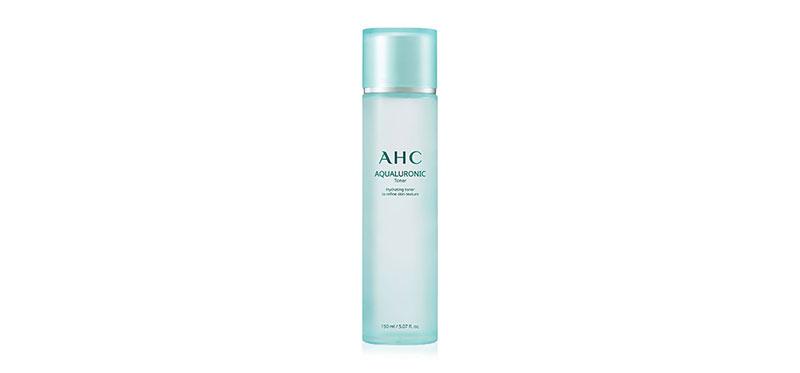 AHC Aqualuronic Toner 150ml เติมความชุ่มชื้นสู่ผิวด้วยโทนเนอร์เนื้อบางเบาพิเศษ จากเอเอชซี อุดมด้วยเซราไมด์ และน้ำแร่บริสุทธิ์จากทะเลลึกในฝรั่งเศส ผสานไฮยาลูรอนิค เอซิด ช่วยลดเลือนริ้วรอยแห่งวัย พร้อมคืนความอิ่มน้ำให้ผิว